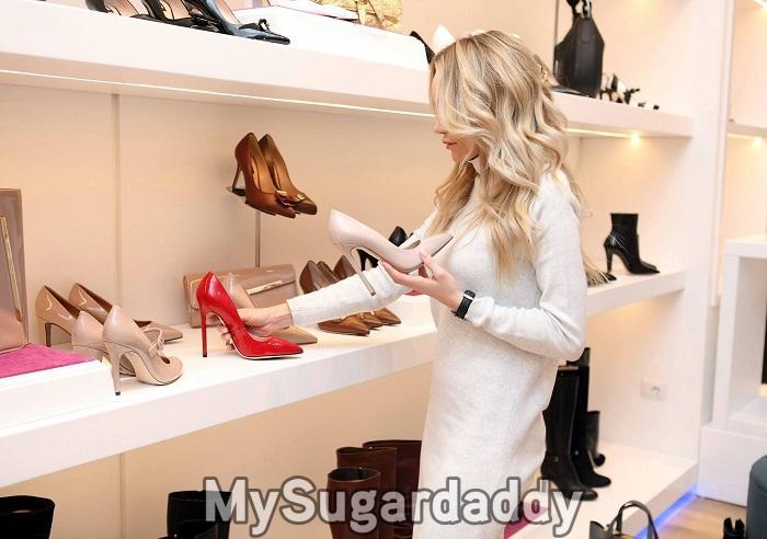 como-se-tornar-uma-sugar-baby-mulher-jovem-shopping